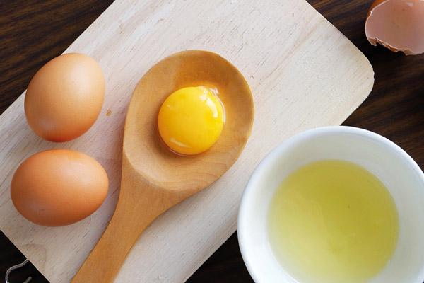 không-sử-dụng-trứng-tươi
